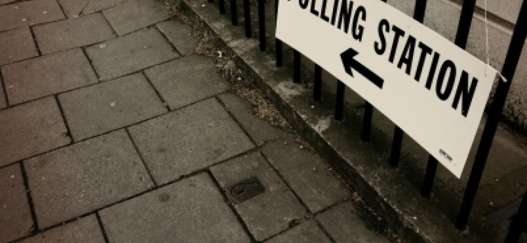 sign that reads polling station with arrow pointing left